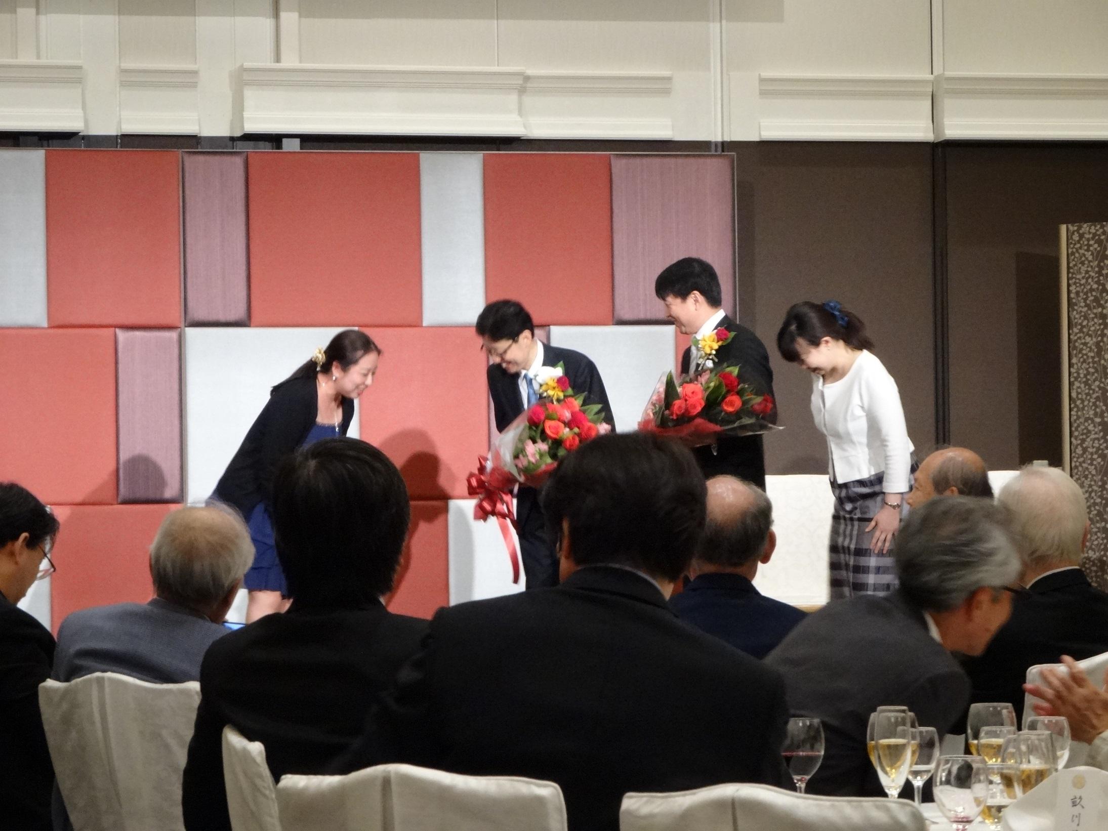 宮原信明先生,辻晃仁先生教授就任祝賀会(花束贈呈)